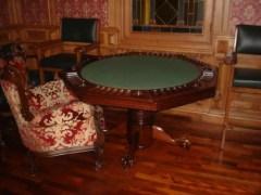Множество мебели из дерева и других натуральных материалов создадут в вашем доме уютную атмосферу