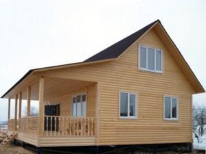 Установив фундамент осенью и построив дом зимой, летом уже можно приступать к отделке дома