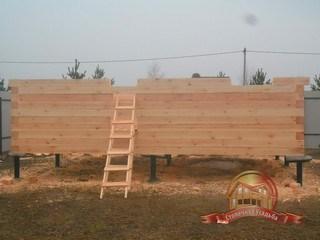 Лестница для удобного подъема бруса наверх