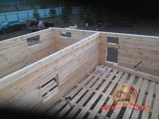Сразу же производится заготовка дверных и оконных проемов