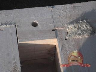 Отверстие под деревянный нагель крупным планом