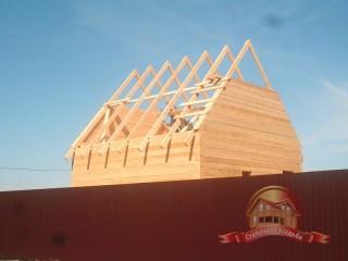 Общий вид верхней части собираемого брусового дома