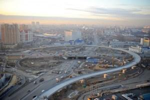 Дмитровское шоссе - одно из самых больших в Москве, проходит через столицу и уходить далеко за ее пределы, приводя нас в экологически чистый район, где хорошо отдыхать семейным парам, для детей там прекрасная экология