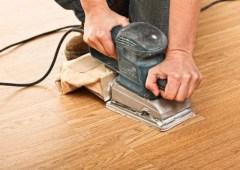 Для отделки пола в деревянном доме чаще всего выбирают натуральные материалы