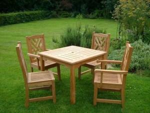 Обустройство обеденной зоны под открытым небом, деревянная мебель - отличный для этого вариант