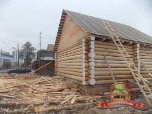 """Ровные стены деревянного дома из бревна, рубка """"в чашу"""""""
