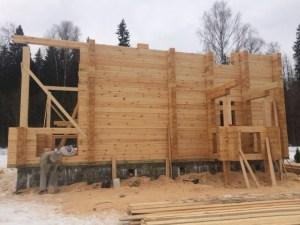Строительство из Костромского леса проходит достаточно быстро, а строения из него надежные и долговечные