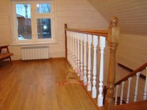 Лестница очень контрастная и приятная для глаз