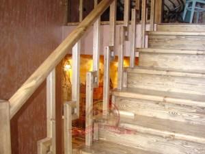 Для такой лестницы нужен широкий проем по проекту дома