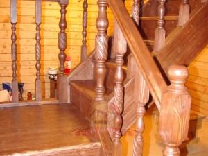 Лестница установлена с расстоянием от стены