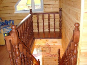 Спуск по лестнице на 1 этаж