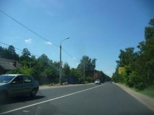 Без проблем с движением транспорта вы сможете передвигаться по этому шоссе. Путь от работы до загородного участка составит от получаса - до двух часов