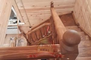 Монтаж лестницы завершен, вид со второго этажа