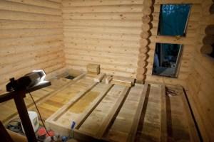 В таком деревянном доме всегда будет тепло. Производим установку теплого пола.