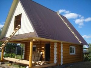 Пример баньки-гостевого дома, выполненной из бревна ручной рубки