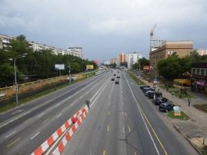 Это шоссе славится своим качественным дорожным покрытием и почти полным отсутствием пробок