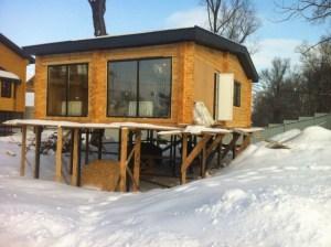 Дачный домик на необычном ландшафте земельного участка. Сваи здесь - лучшее решение!