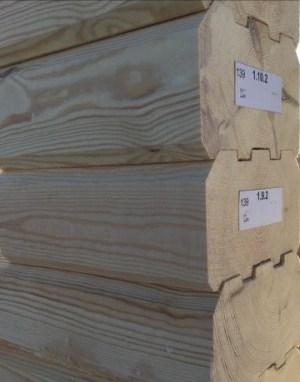 Профилированный брус меньше всего подвергается процессу усадки из древесных материалов естественной влажности