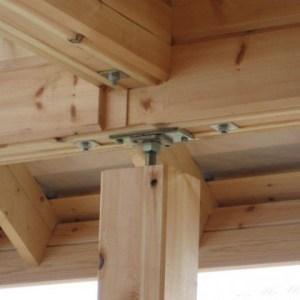 Сегодня, для грамотной усадки здания применяются различные устройства, которые предотвратят деформацию конструкции