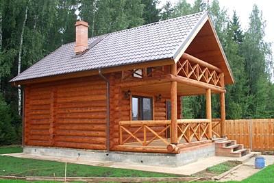 Западная Двина, выполнено строительство сруба из оцилиндрованного бревна на плитном бетонном фундаменте