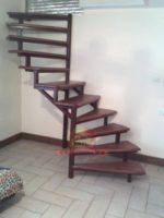 Компактная винтовая лестница с металлокаркасом