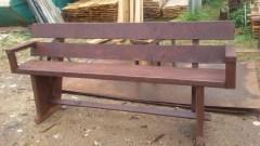 На таких скамеечках можно будет комфортно отдыхать на вашем загородном участке