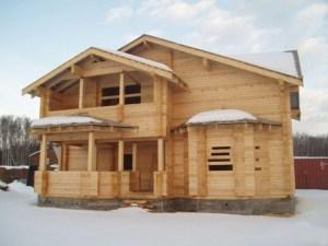 Строительство брусовых домов из зимнего леса - это практично