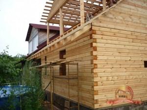 Строительство гаража из бруса в Московской области. Покрытие крыши металлочерепицей