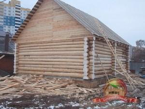 Сборка дома из бревна 8х9 в городской черте закончена