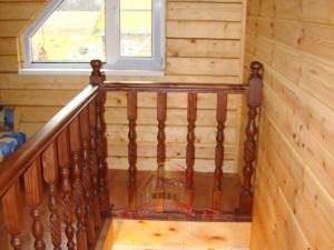 Вид на втором этаже, стык лестницы со стеной