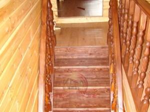 Спуск на 1 этаж, вид из-за ограждения