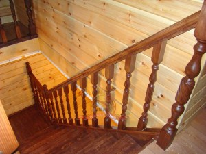 Модель деревянной лестницы «Аристократ» в доме из бруса
