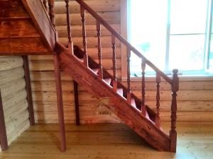 Первый марш лестницы состоит из 8 ступеней