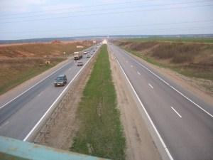 Даже вдали от города, Носовихинское шоссе имеет очень хорошее дорожное покрытие.