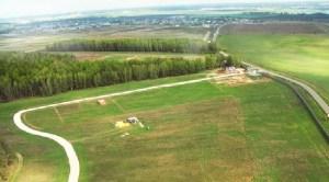 """Змейкой Новорязанское шоссе тянется среди лугов и полей, рек и живописных мест. Именно здесь вы сможете построить собственный домик из бруса или бревна, а """"СтоличнаяУсадьба"""" поможет вам в этом."""