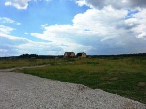 Несколько построек уже существуют в одном из поселков вдоль Симферопольского шоссе. Кто знает, может именно их владельцы вскоре станут вашими соседями по загородному участку.