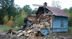 Снос зданий требует очень аккуратной работы, лучше поручить ее профессионалам