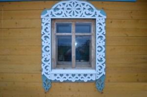 На сегодняшний день в моду возвращаются традиции русского домостроения. Резные наличники украсят фасад вашего дома, сделают его еще более интересным и привлекательным