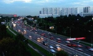 Варшавское шоссе, Москва, сумеречное время. Как видите, даже в такое время движение машин не затруднено