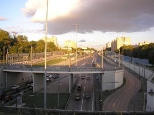 Волоколамское шоссе - это дорога с множеством развязок, прекрасным дорожным покрытием. Все благоприятствует тому, чтобы приобрести участок земли в одном из поселков в этом районе для строительство дачного домика