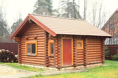 Сруб дома из оцилиндрованного бревна в Спирово