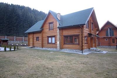 Частный дом из оцилиндрованного бревна в Ржеве